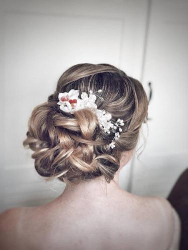 bruidskapsel met bloem